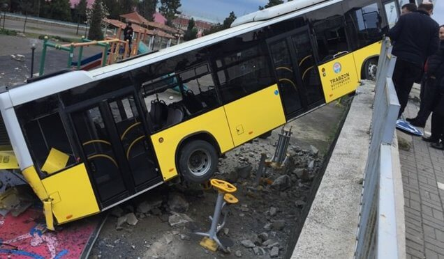 Çocuk parkında otobüs dehşeti! Haberi